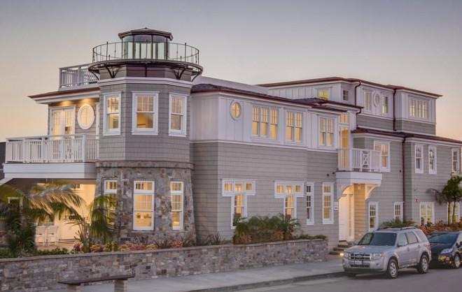 Beach house exterior. Narrow lot Beach house. Narrow, corner lot beach house exterior. #Narrowlot #cornerlot #beachhouse #exterior David Watson Architects