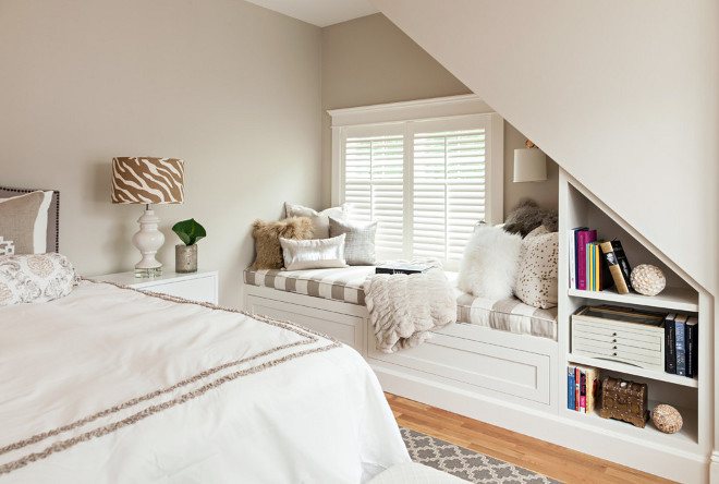 Benjamin Moore Edgecomb Gray. New Benjamin Moore Edgecomb Gray Paint Color. Benjamin Moore Edgecomb Gray #BenjaminMooreEdgecombGray #BenjaminMoore #EdgecombGray #newpaintcolor #BenjaminMoorepaintcolors