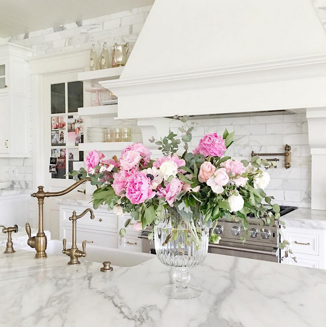 Kitchen island with fresh flowers. Kitchen island with fresh flowers. Kitchen island with fresh flowers #Kitchenisland #freshflowers Rachel Parcell