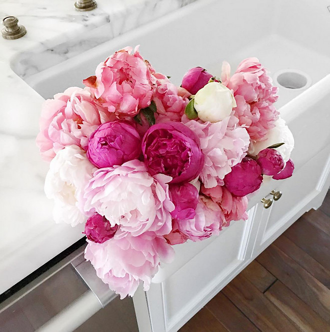 Pink Peonies Kitchen. Pink Peonies Kitchen Farmhouse sink. Pink Peonies Kitchen #PinkPeonies #Kitchen #FarmhouseSink Rachel Parcell