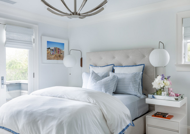 Small Bedroom. How to transform a small bedroom into a bright and comfortable space. Small Bedroom. #SmallBedroom  Alisberg Parker Architects.