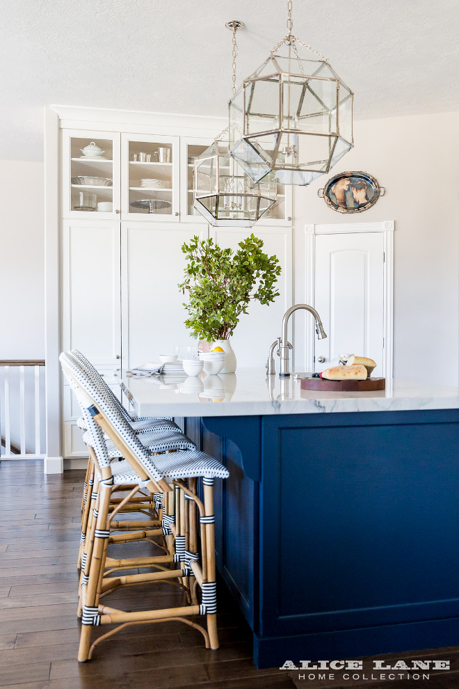 Hale Navy HC-154 by Benjamin Moore. Kitchen paint color is Hale Navy HC-154 by Benjamin Moore. Island paint color is Hale Navy HC-154 by Benjamin Moore. #HaleNavyHC154byBenjaminMoore #HaleNavyHC154byBenjaminMoore #HaleNavy #HC154 #BenjaminMoore #BenjaminMoorePaintColors