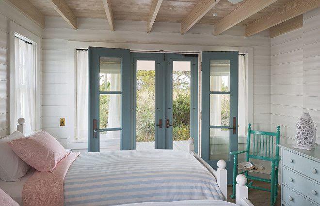 Benjamin Moore Decorator's White. White bedroom walls painted in Benjamin Moore Decorator's White. Benjamin Moore Decorator's White. #BenjaminMooreDecoratorsWhite #BenjaminMoore #DecoratorsWhite Tory Haynes.