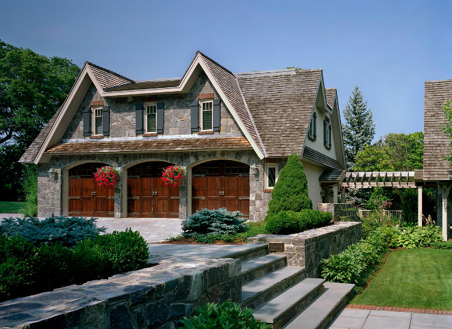 Stone garage ideas. Stone exterior garage. Garage with stone on the exterior. #Garage #stone #exteiror Siemasko + Verbridge