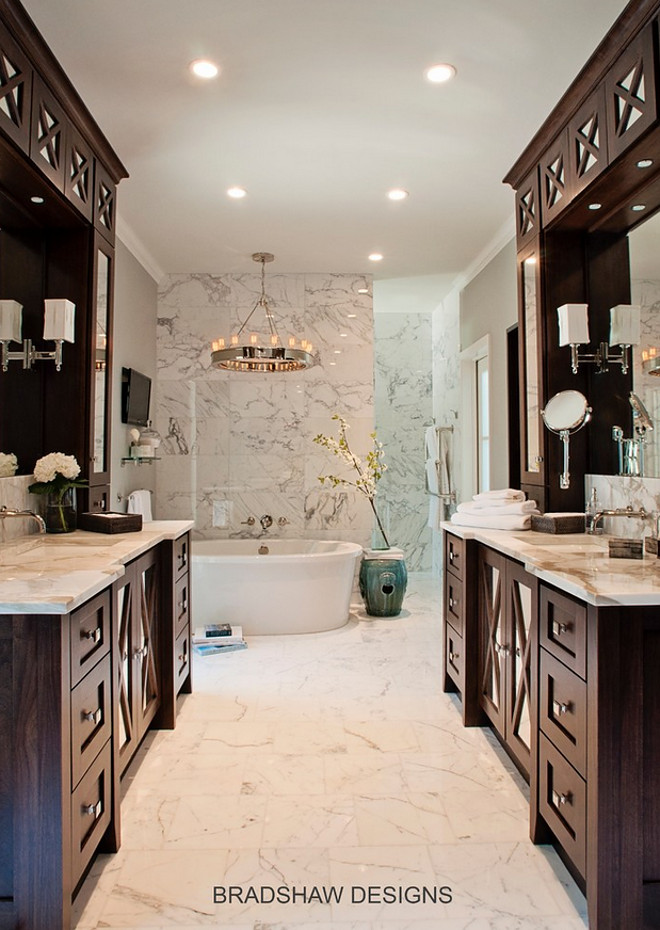 Bathroom cabinet facing each other. Bathroom with cabinet facing each other. Great bathroom layout. Bathroom cabinet facing each other #Bathroomcabinetfacingeachother