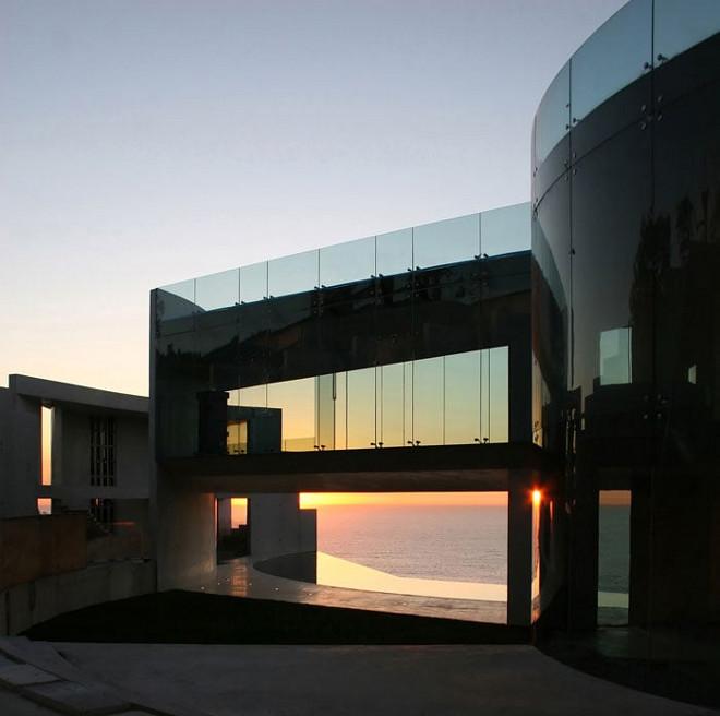 Guest house. Razor House. Modern homes for sale. Razor House. Via Don Burns.