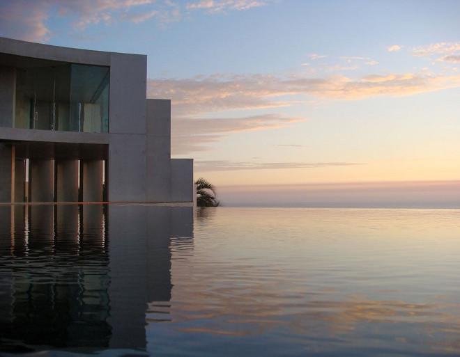Infinity Pool. Houses for sale with infinity pool. Via Don Burns.