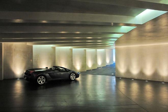 Modern garages. Modern garage. Minimalist garage. Contemporary garage. Via Don Burns.