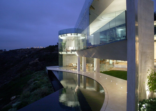 Modern homes for sale. Razor House. Via Don Burns.