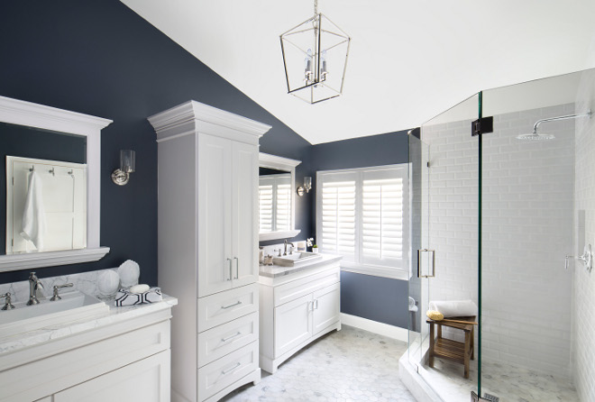 Navy and white bathroom. Bathroom with navy blue walls and white cabinets and white tiles. Navy and white bathroom #Navybathroom #whitebathroom #navyandwhitebathroom Lisa Michael Interiors