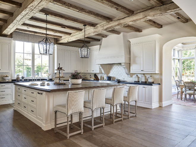 Traditional kitchen with rustic reclaimed ceiling beams. Traditional white kitchen with rustic reclaimed ceiling beams. Traditional kitchen with rustic reclaimed wood ceiling beams #Traditionalkitchen #kitchen #rustic #reclaimedwood #ceilingbeams #reclaimedbeams Candelaria Design Associates