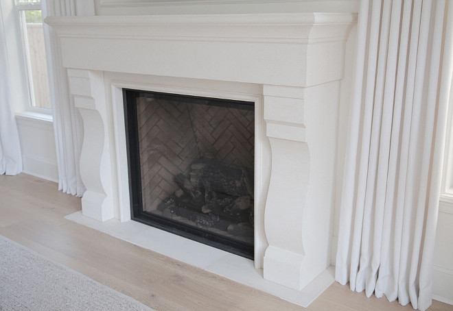White Fireplace mantel painted in Benjamin Moore Simply White. Benjamin Moore Simply White mantel. #Fireplace #whitefireplace #whitemantel #mantel #paintcolor Benjamin Moore Simply White #BenjaminMooreSimplyWhite