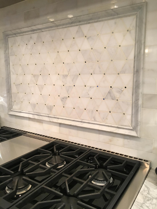 Range Backsplash. Range backsplash. Hood Mosaic Marble Detail: Honed Carrara And Mirror inserts by Porcelanosa. #RangeBacksplash #Backsplash #range Beautiful Homes of Instagram Sumhouse_Sumwear