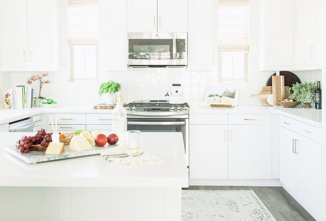 Benjamin moore simply white kitchen with clean lines for Best benjamin moore white for kitchen cabinets