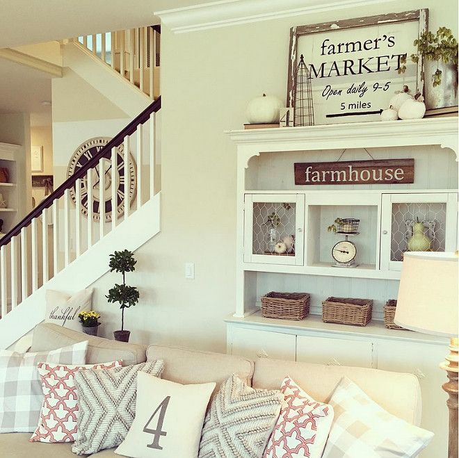 famrhouse-living-room-yellowprairieinteriors-via-instagram
