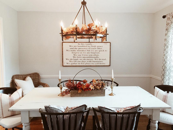 Farmhouse Dining room Fall Decor. Farmhouse Dining Room with Fall Decor. Farmhouse Dining room Fall Decor. Farmhouse Dining room Fall Decor Ideas. #Farmhouse #Diningroom #Fall #FallDecor Via mygreyskyehome