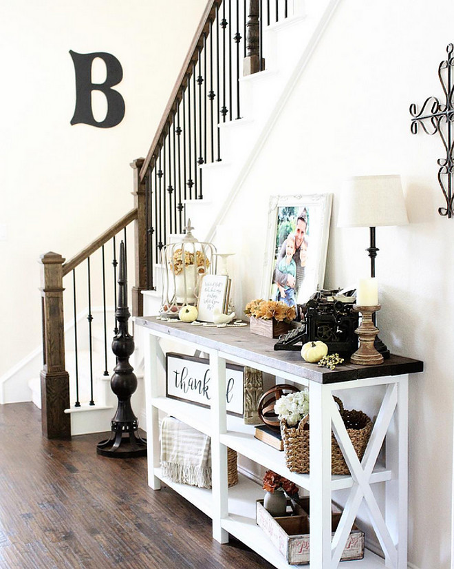 farmhouse-fall-foyer-rustic-pig-designs