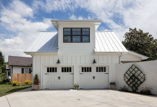 Farmhouse garage. Board and batten Farmhouse garage. Farmhouse garage. Board and batten Farmhouse garage #Farmhouse #garage #BoardandbattenFarmhouse #Farmahousegarage