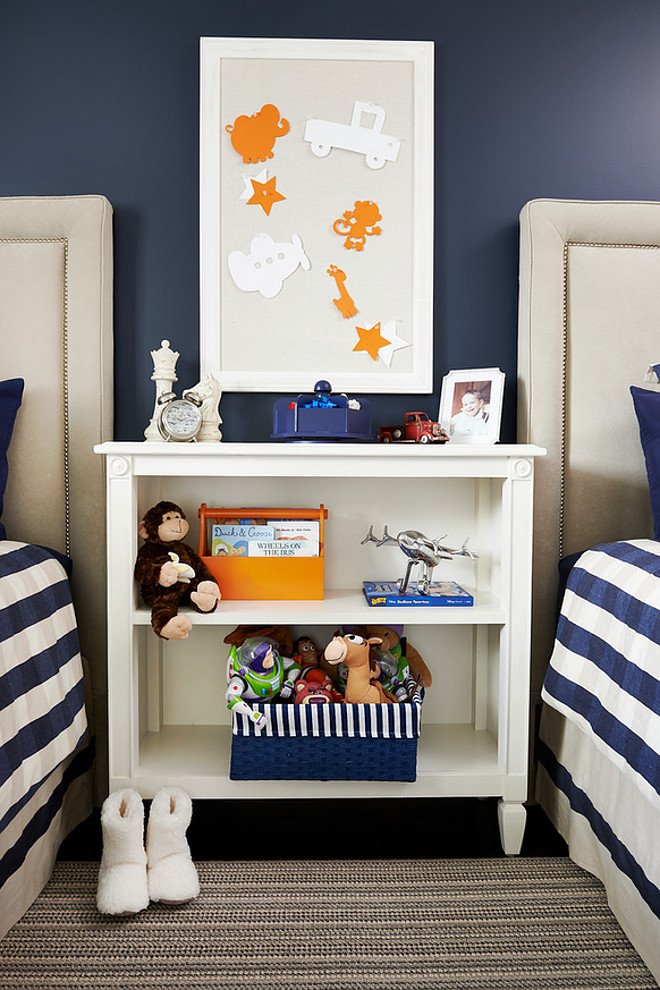 Hale Navy by Benjamin Moore. Navy accent wall paint color is Hale Navy by Benjamin Moore. Navy paint color. Hale Navy by Benjamin Moore. Navy accent wall paint color is Hale Navy by Benjamin Moore #HaleNavyBenjaminMoore #Navy #accentwallpaintcolor HaleNavybyBenjaminMoore hale-navy-by-benjamin-moore Fina Designs