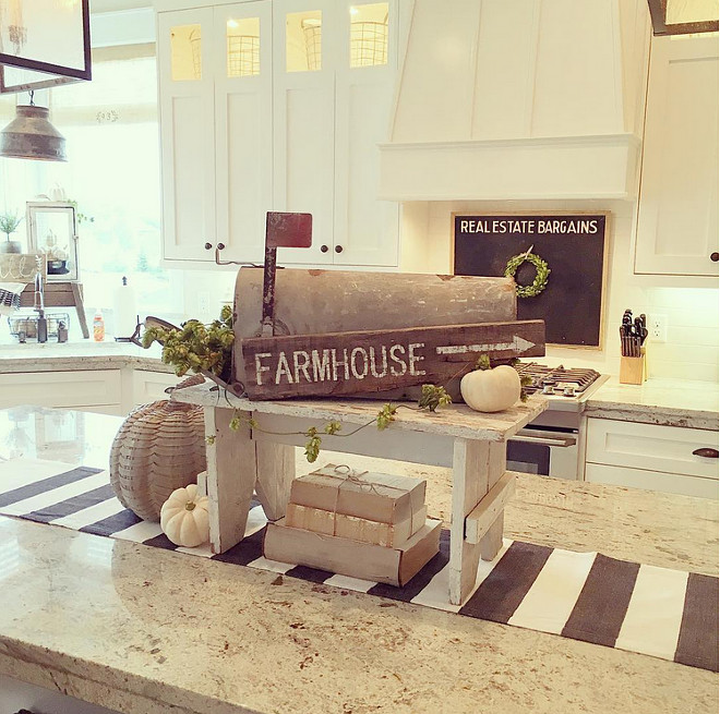 kitchen-farmhouse-fall-decor-yellowprairieinteriors-via-instagram