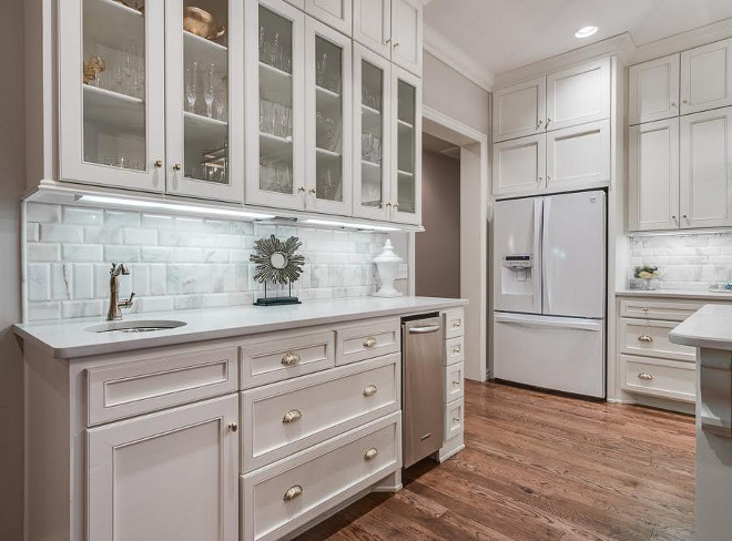 Kitchen wet bar with buffet style cabinet. The kitchen wet bar is conveniently located close to the dining area. kitchen-buffet-cabinet Kitchen wet bar with buffet style cabinet #Kitchen #wetbar #buffetstylecabinet Ivy House Interiors