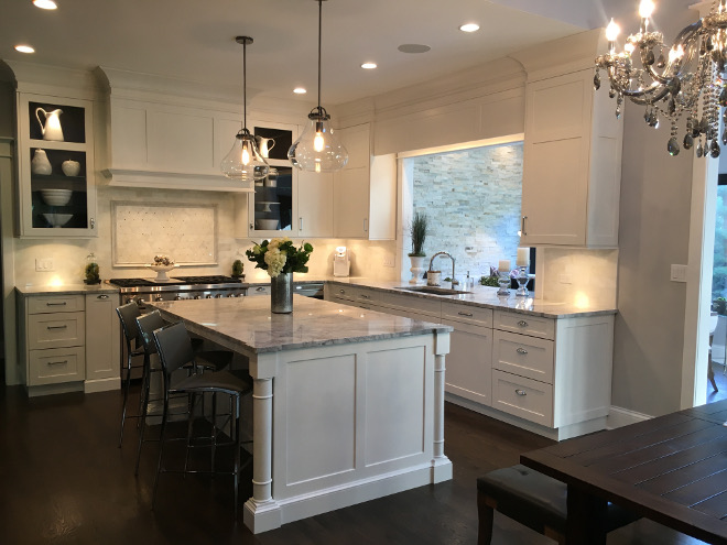 Kitchen. Transitional kitchen. White transitional kitchen #kitchen #transitionalkitchen #whitetransitionalkitchen Beautiful Homes of Instagram Sumhouse_Sumwear