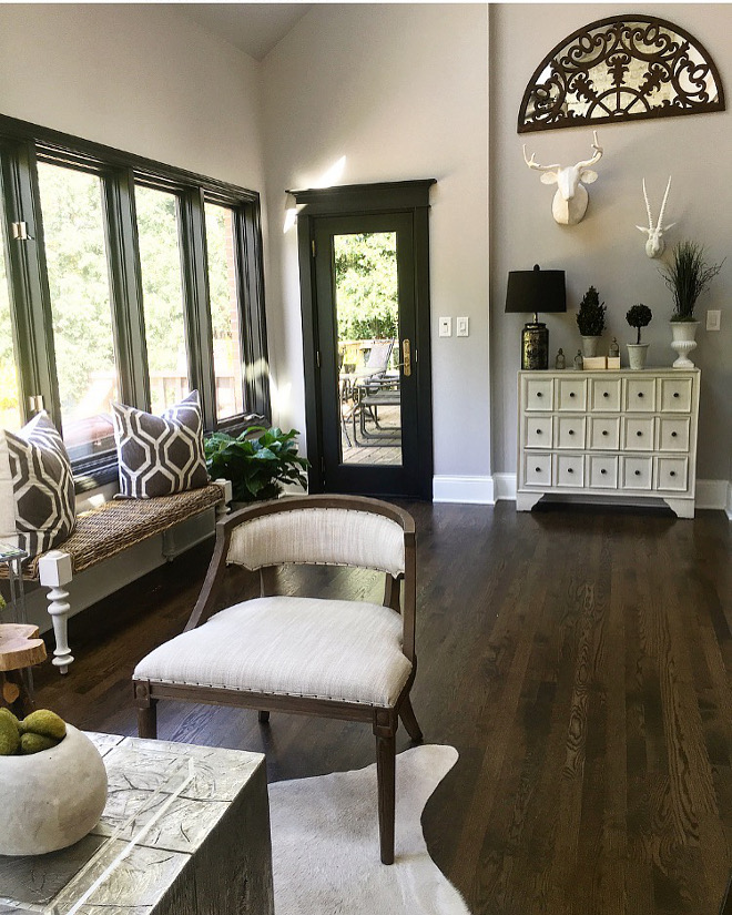 Wall paint: Benjamin Moore Metro Gray. Window and Door Trim: Black Beauty By Benjamin Moore. Benjamin Moore Metro Gray. Benjamin Moore Metro Gray #BenjaminMooreMetroGray Beautiful Homes of Instagram Sumhouse_Sumwear