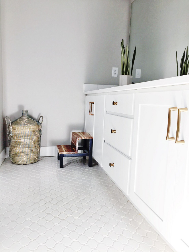 Bathroom white floor tile. The bathroom white floor tile is American Olean Vaughn Porcelain Mosaic Tile. #bathroom #white #floortile #whitetile #whitefloor bathroom-white-floor-tile #AmericanOleanVaughnPorcelainMosaicTile Home Bunch's Beautiful Homes of Instagram janscarpino