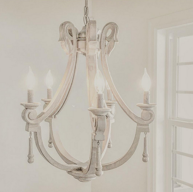 Antique farmhouse chandelier. Antique farmhouse chandelier. Antique wooden farmhouse chandelier chandelier. #Antiquefarmhousechandelier #farmhouse #chandelier Home Bunch's Beautiful Homes of Instagram ourfarmhousefit