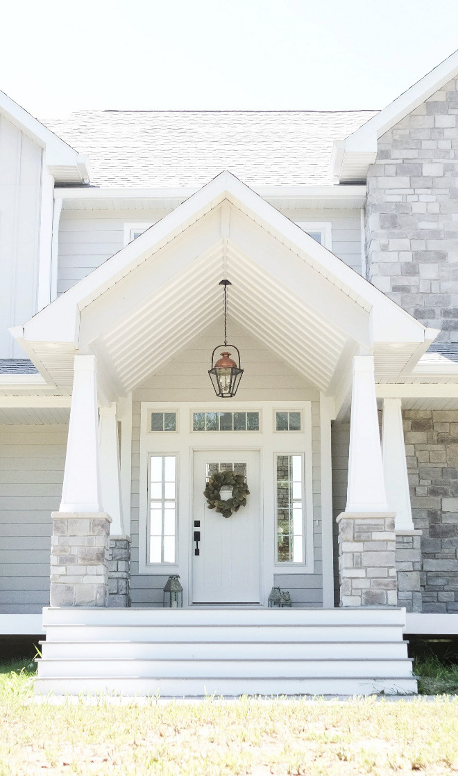 Diamond Vogel Place of Dust - 0539.The light grey exterior paint color is Diamond Vogel Place of Dust - 0539. #DiamondVogelPlaceofDust #DiamondVogel0539 #lightgray #grayexterior #exteriorpaintcolor Beautiful Homes of Instagram @nc_homedesign via Home Bunch