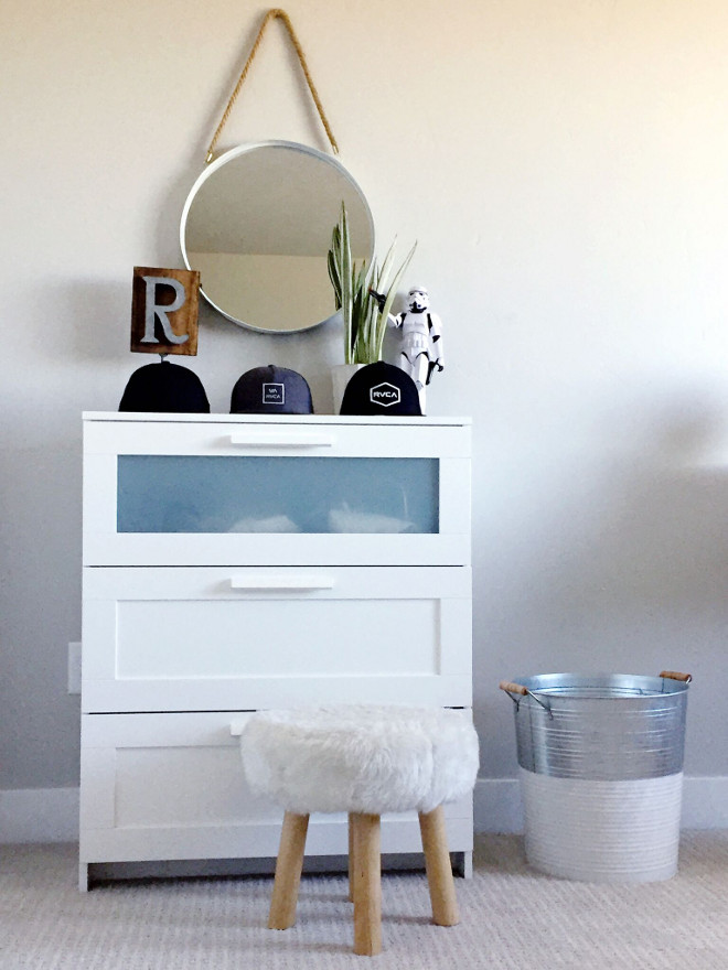 Kids bedroom furniture decor. White dresser is from Ikea. Stool is from HomeGoods. kids-bedroom-dresser Home Bunch's Beautiful Homes of Instagram janscarpino