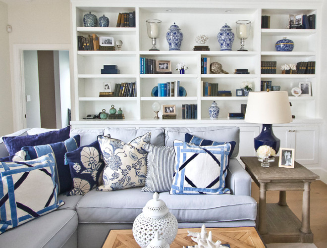 Sectional with blue and white pillows. Pillows on sectional. How to style pillows on sectional sofa. Sectionall pillows. This comfy light blue sectional is by Barclay Butera. living-room-pillows #sectional #pillows #pillowssectional #sectionalpillows #pillow Home Bunch Beautiful Homes of Instagram Bryan Shap @realbryansharp