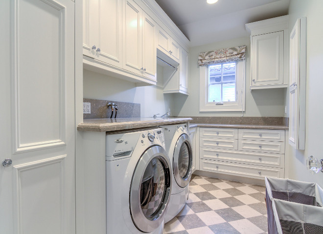 Traditional white laundry room. Traditional white laundry room cabinet. Traditional white laundry room cabinet layout. #Traditionalwhitelaundryroom #Traditionallaundryroom Matt Morris Development