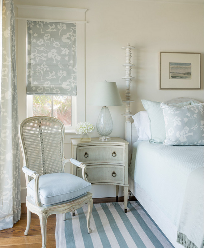 Benjamin Moore White Dove. Benjamin Moore White Dove is a soft, off white that is perfect for walls, trim and cabinets. #BenjaminMooreWhiteDove Benjamin Moore White Dove. benjamin-moore-white-dove Phoebe Howard