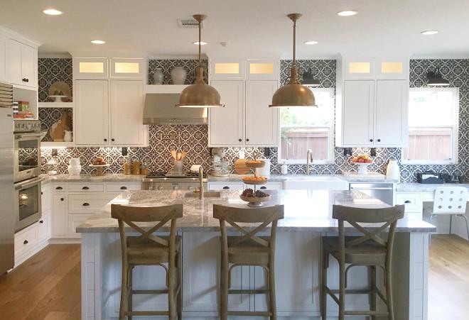 Benjamin Moore simply white. Farmhouse kitchen cabinet paint color Benjamin Moore simply white. #BenjaminMooresimplywhite Jordan from @i_heart_home_design via Instagram