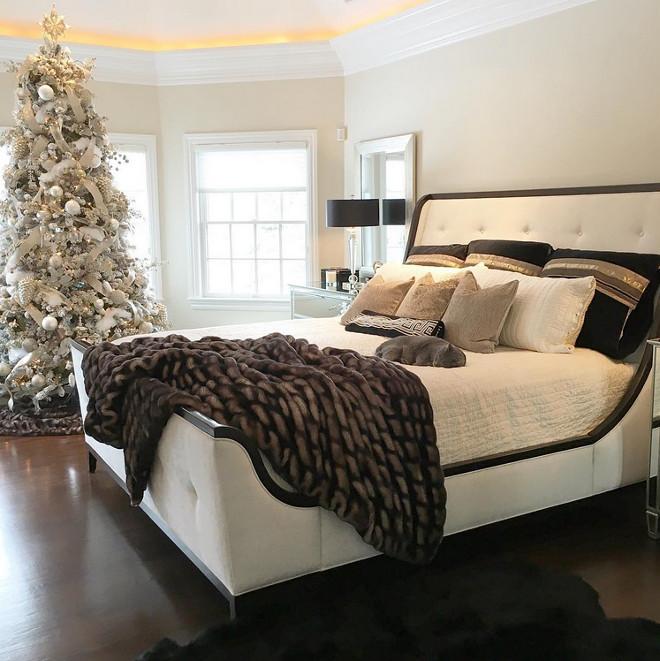 Bedroom Christmas Tree. Bedroom Christmas Tree Ideas. Bedroom Christmas Tree #BedroomChristmasTree #Bedroom #ChristmasTree Susan Lynn via Instagram @stylebysusanlynn