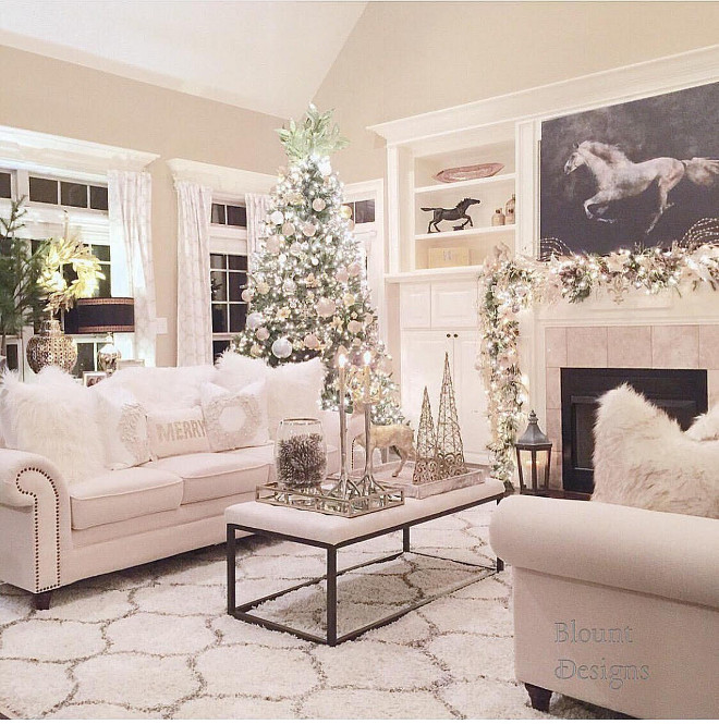 Christmas Living room Decor. Christmas Living room Decor Ideasd. How to decorate your living room during Christmas. Christmas Living room Decor #ChristmasLivingroomDecor #Christmas #LivingroomDecor christmas-living-room-decor Home Bunch Beautiful Homes of Instagram @blountdesigns