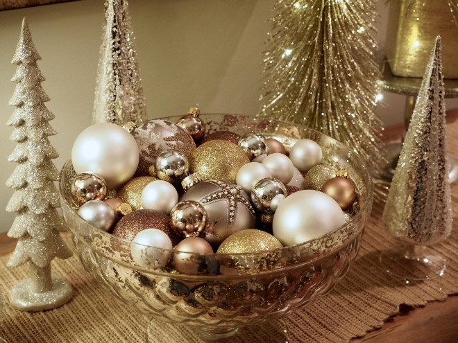 Christmas Ornaments in a Bowl. Foyer Christmas Ornaments in a Bowl. Christmas Ornaments in a Bowl Ideas #ChristmasOrnamentsinBowl #ChristmasOrnaments Kelly via @wowilovethat