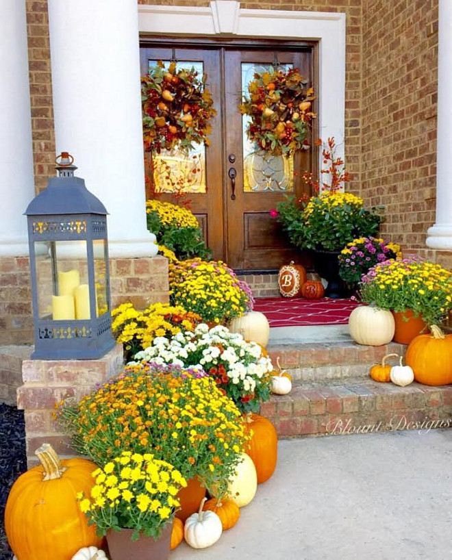Fall exterior. Fall planters and pumpkins. fall-exterior Home Bunch Beautiful Homes of Instagram @blountdesigns