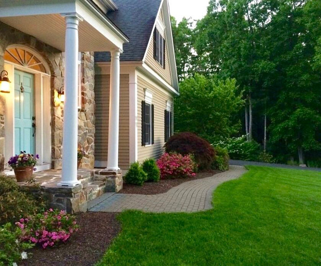Front yard landscaping. Traditional home landscaping. Beautiful Front yard landscaping ideas. #Frontyardlandscaping #traditional #Frontyard #landscaping #traditionalhome Beautiful Homes of Instagram peonypartydesigns