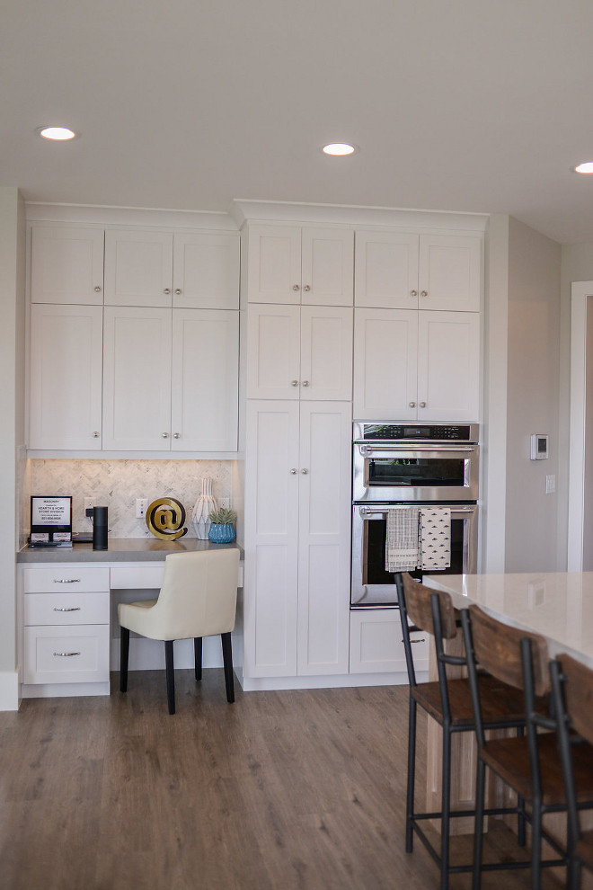 Shaker door style kitchen cabinet. Clean-looking shaker door style cabinets. Kitchen features shaker door style. #Kitchencabinetstyle #shakerdoorstyle #shakerdoorstylecabinet Millhaven Homes