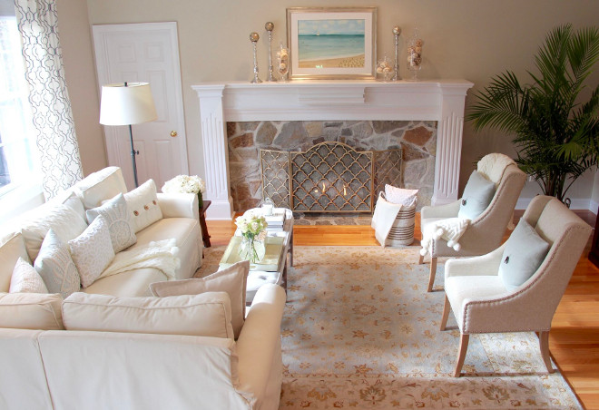 Neutral living room. Neutral living room with white linen sectionla sofa and linen chairs. Neutral living room. Neutral living room #Neutrallivingroom #linen #whitelinen #sectional #sofa #chairs Home Bunch's Beautiful Homes of Instagram peonypartydesigns