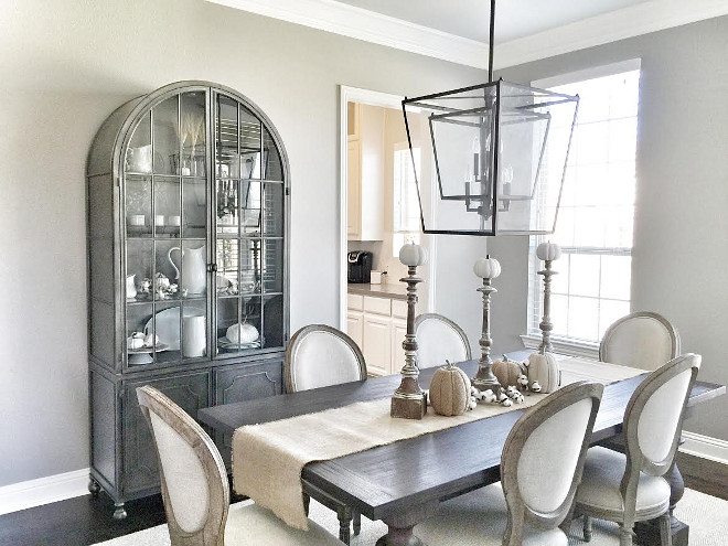 Sherwin Williams Dorian Gray. Wall color is Sherwin Williams Dorian Gray. Warm grey paint color Sherwin Williams Dorian Gray. #warmgrey #paintcolor #SherwinWilliamsDorianGray Beautiful Homes of Instagram ceshome6