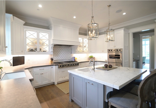 Benjamin Moore Simply White (cabinets). Benjamin Moore Chelsea Gray (island).. Kitchen cabinets and island paint color Benjamin Moore Simply White (cabinets). Benjamin Moore Chelsea Gray (island). #BenjaminMooreSimplyWhite #cabinets #BenjaminMooreChelseaGray #island simply-white-cabinets-chelsea-gray-island Eye for the Pretty