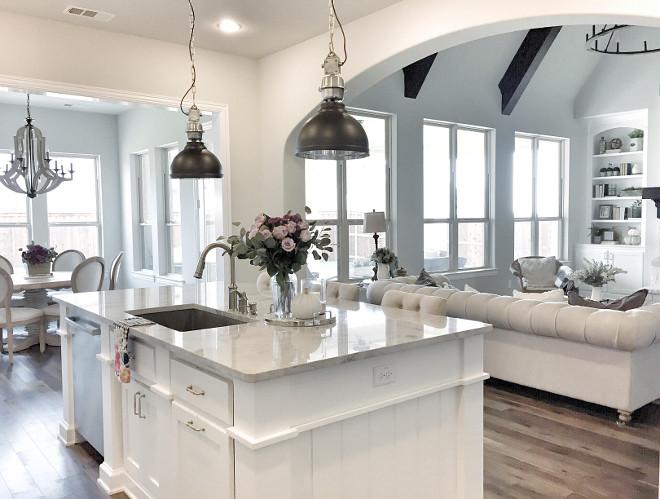 Superwhite Quartzite. Kitchen with Superwhite Quartzite countertop #SuperwhiteQuartzite #SuperwhiteQuartziteCountertop #Superwhite #Quartzite #Countertop superwhite-quartzite