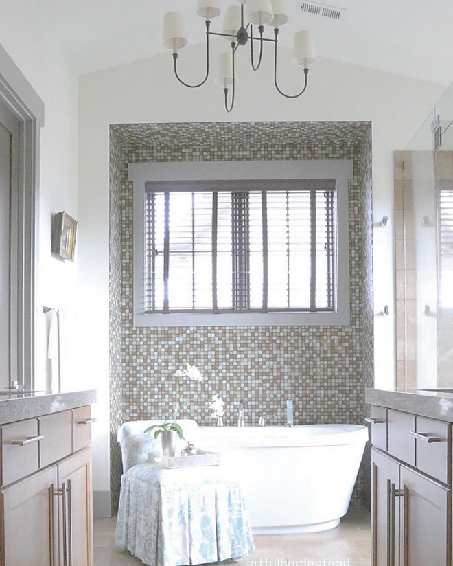 Neutral bathroom. Neutral bathroom. Neutral bathroom. <Neutral bathroom> #Neutralbathroom #bathroom Home Bunch's Beautiful Homes of Instagram @artfulhomestead