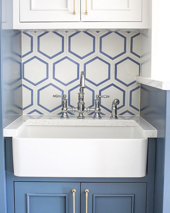 Two Toned Laundry Room. Two Toned Laundry Room with large hex tile. Two-toned laundry room in blue and white, large hex backsplash tile and quartz countertop. #TwoTonedLaundryRoom #TwoToned #LaundryRoom #TwoTonedcabinet #largehextile #hextile #hexbacksplash Builder Millhaven Homes. Interior Four Chairs Design