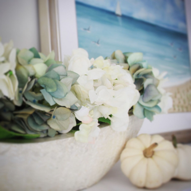 Mantel decor detail. #manteldecor Home Bunch's Beautiful Homes of Instagram peonypartydesigns
