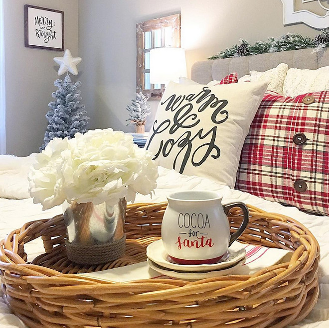 Bedroom Christmas Ideas. Bedroom Christmas. Bedroom Christmas Decor. Bedroom Christmas Decor Ideas #BedroomChristmasIdeas #BedroomChristmas #BedroomChristmasDecor #BedroomChristmasDecorIdeas Aly McDaniel via Instagram @thedowntownaly