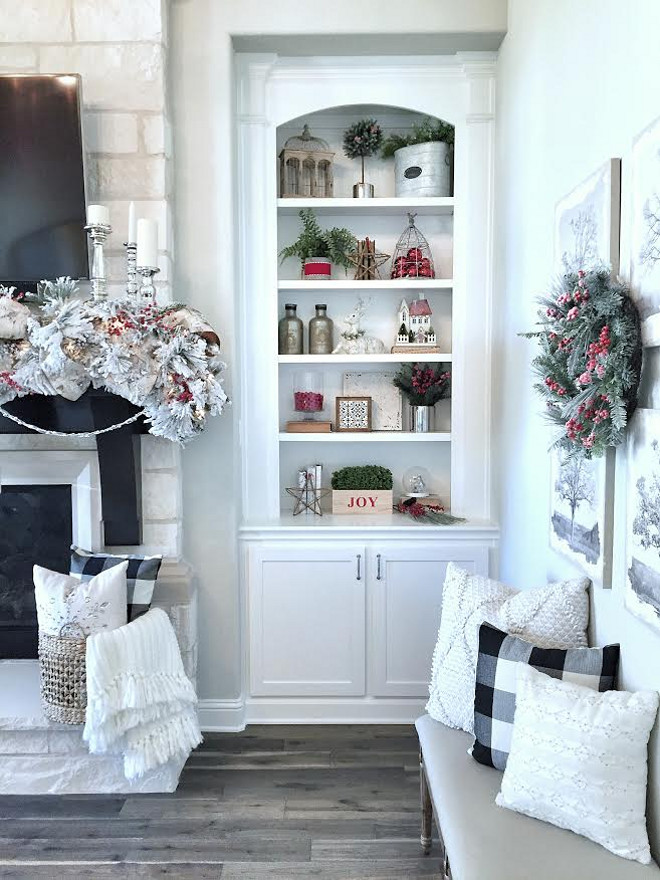 Bookcase Christmas decor. How to style your bookcases for Christmas. Bookcase Christmas decor. <Bookcase Christmas decor> #Bookcase #Christmasdecor MyTexasHouse